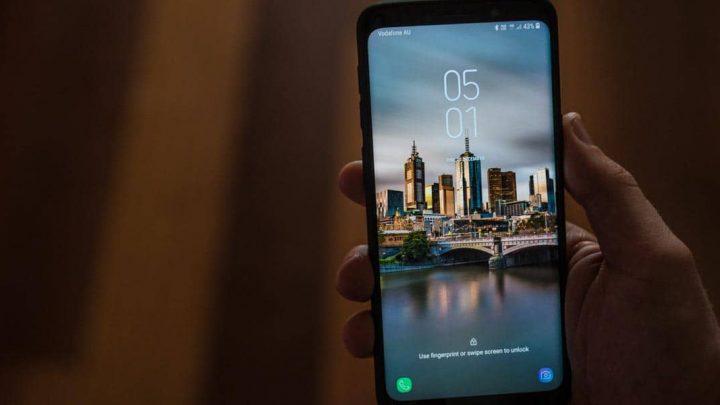¿Cómo cambiar el fondo de pantalla de un móvil con Android 10?